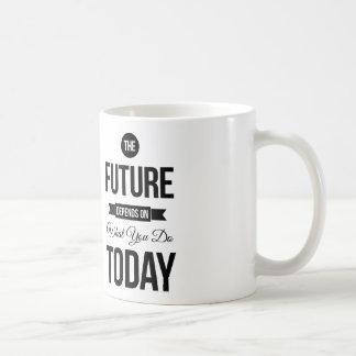 Las citas inspiradas futuras blancas taza