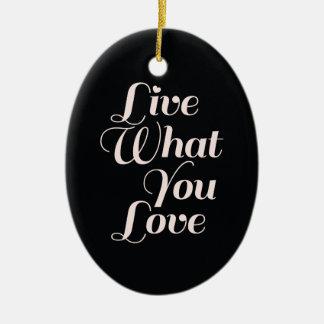 Las citas inspiradas viven negro del regalo del adorno navideño ovalado de cerámica