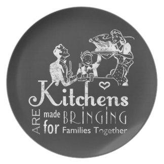 Las cocinas retras de la pizarra traen a las platos