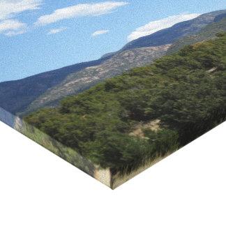 Las colinas de la montaña rocosa envolvieron la lo impresion de lienzo