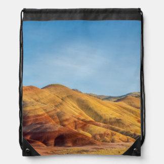Las colinas pintadas en las camas del fósil del mochila