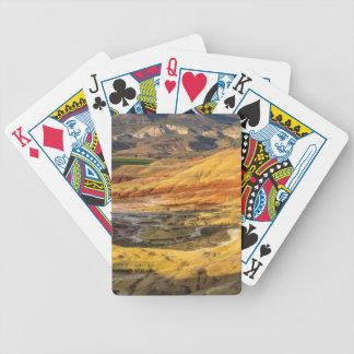 Las colinas pintadas en las camas fósiles 3 del cartas de juego