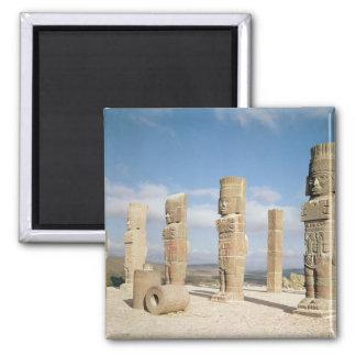Las columnas de la Atlántida encima de la pirámide Imán Cuadrado