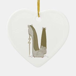 Las cosas bonitas que casan el estilete calzan adorno navideño de cerámica en forma de corazón