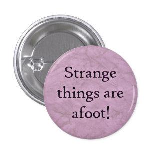 ¡Las cosas extrañas son en curso de realización! Pins