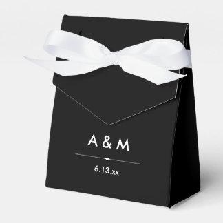 Las costuras francesas blancos y negros inspiraron cajas para detalles de boda