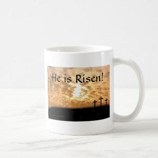 """Las cruces """"él es"""" taza de café subida de Pascua"""