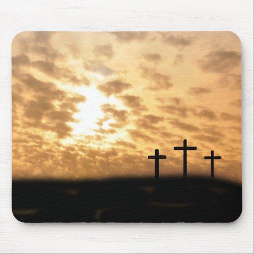 """Las cruces y puesta del sol preciosas """"él es"""" Mous Alfombrilla De Ratón"""