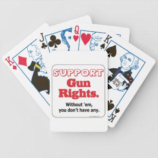Las derechas del arma de la ayuda baraja