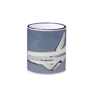 Las devoluciones del transbordador espacial taza de dos colores