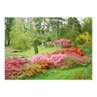 Las diversas azaleas rojas en el jardín de la anuncios personalizados