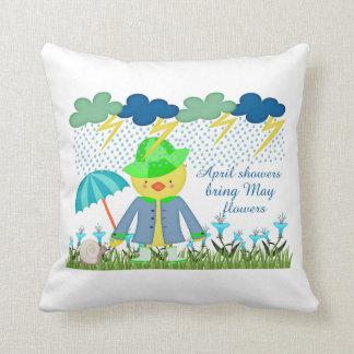 Las duchas lindas Bring de abril del pato pueden Cojín Decorativo
