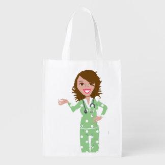 Las enfermeras ahorran el bolso reutilizable echad bolsas reutilizables