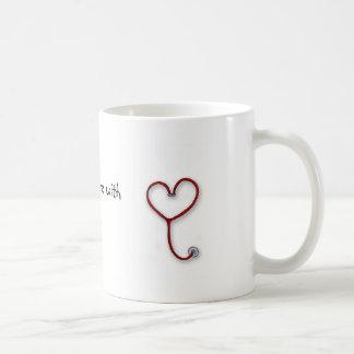Las enfermeras cuidan con el corazón - regalo de l taza