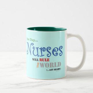 Las enfermeras gobernarán la taza del MUNDO (el ve