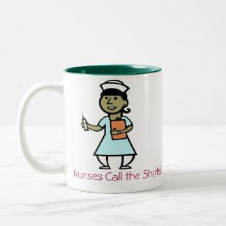 ¡Las enfermeras llaman la taza de los tiros!