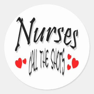 Las enfermeras llaman los tiros etiquetas