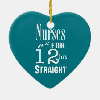 ¡Las enfermeras lo hacen 12 horas de recto! - Adorno Navideño De Cerámica En Forma De Corazón