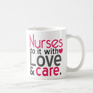 Las enfermeras lo hacen con la taza de café del am