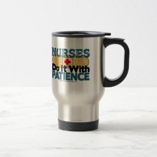 Las enfermeras lo hacen con paciencia taza de café