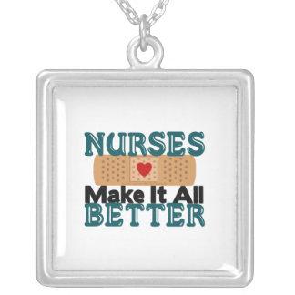 Las enfermeras lo hacen todo mejor colgante cuadrado