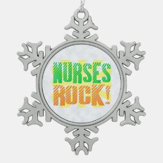 Las enfermeras oscilan, enfermera anaranjada/verde adorno de peltre en forma de copo de nieve