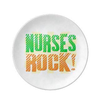 Las enfermeras oscilan, enfermera anaranjada/verde plato de cerámica