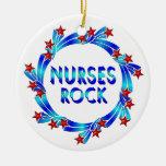 Las enfermeras oscilan las estrellas rojas adorno