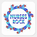 Las enfermeras oscilan las estrellas rojas calcomania cuadradas