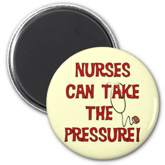 Las enfermeras pueden tomar la presión imán