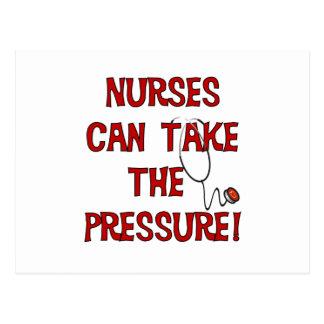 Las enfermeras pueden tomar la presión tarjeta postal