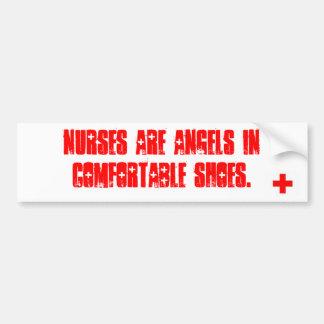 Las enfermeras son ángeles en zapatos cómodos etiqueta de parachoque