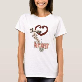 Las enfermeras tienen camiseta del corazón
