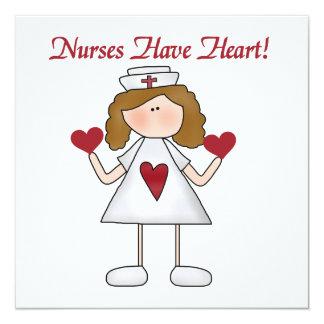 """Las enfermeras tienen camisetas y regalos del invitación 5.25"""" x 5.25"""""""