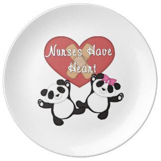 Las enfermeras tienen corazón platos de cerámica
