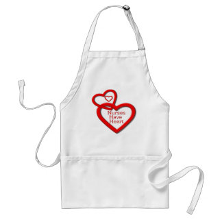 Las enfermeras tienen corazones del rojo del coraz delantal