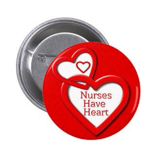 Las enfermeras tienen corazones del rojo del coraz pin redondo de 2 pulgadas