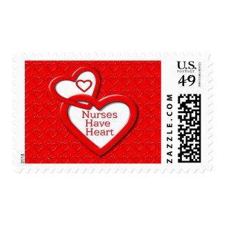 Las enfermeras tienen corazones del rojo del franqueo