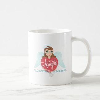 Las esposas del guardia son ángeles en disfraz taza de café