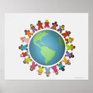 Las estatuillas étnicas multi cercan el globo póster
