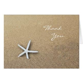 Las estrellas de mar en la arena, espacio en tarjeta pequeña