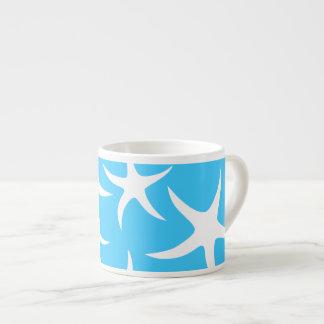 Las estrellas de mar modelan, las azules turquesas taza espresso