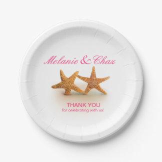 Las estrellas de mar se juntan en el fucsia del plato de papel de 7 pulgadas