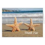 Las estrellas de mar se juntan en la playa le agra felicitaciones