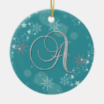 Las estrellas de plata azules de los copos de adorno de navidad