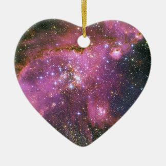 Las estrellas jovenes esculpen la pequeña nube de adorno de cerámica en forma de corazón