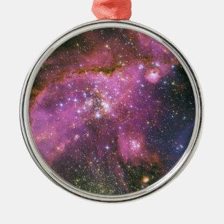 Las estrellas jovenes esculpen la pequeña nube de adorno redondo plateado