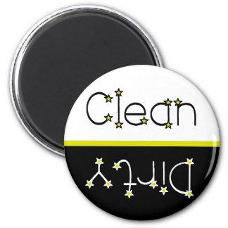 Las estrellas limpian el imán sucio del lavaplatos