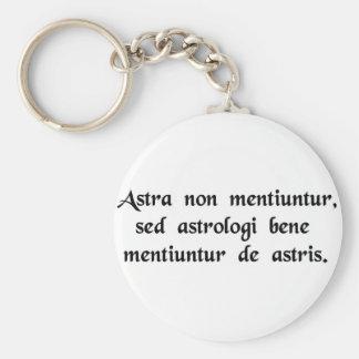 Las estrellas nunca mienten, pero los astrólogos m llavero redondo tipo pin