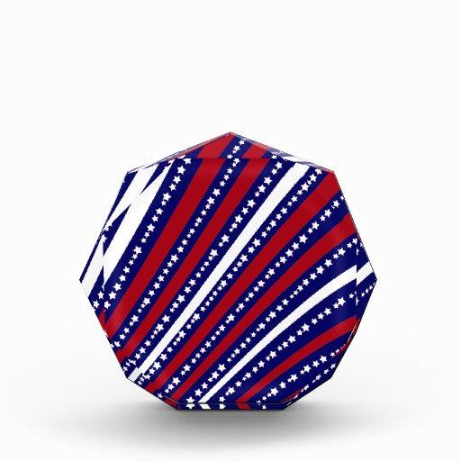 Las estrellas patrióticas rayan la bandera de la l